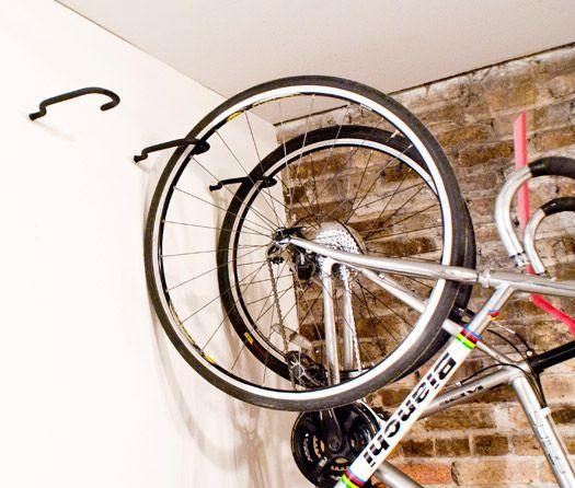 как хранить велосипед крюки в стене.jpg