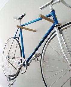 как хранить велосипед деревянное крепление.jpg