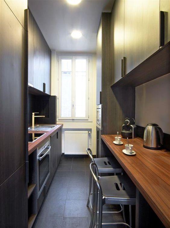 взрослые мебель для узкой кухни формы пенал фото реальных условиях