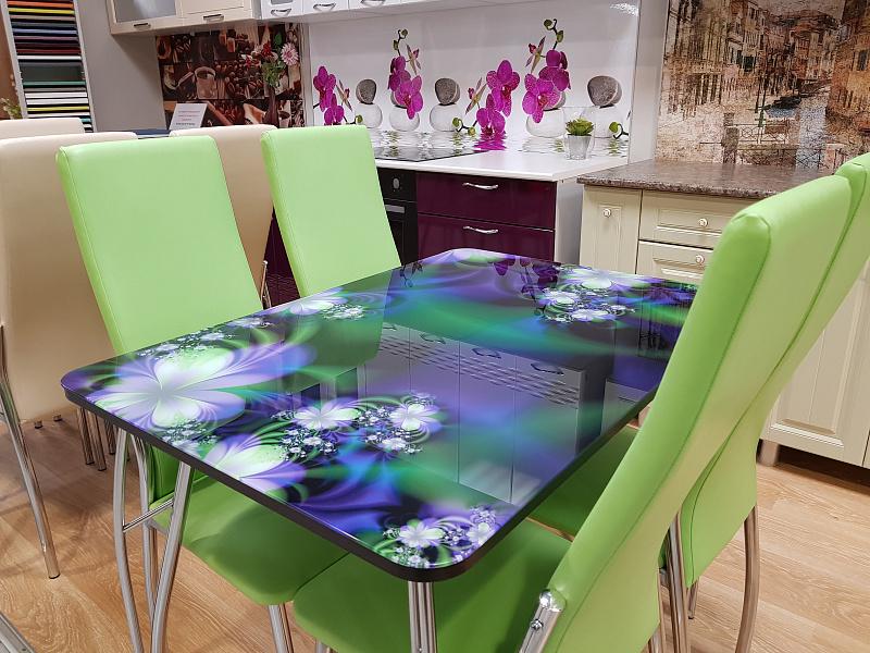 состоит столы и стулья с фотопечатью разных